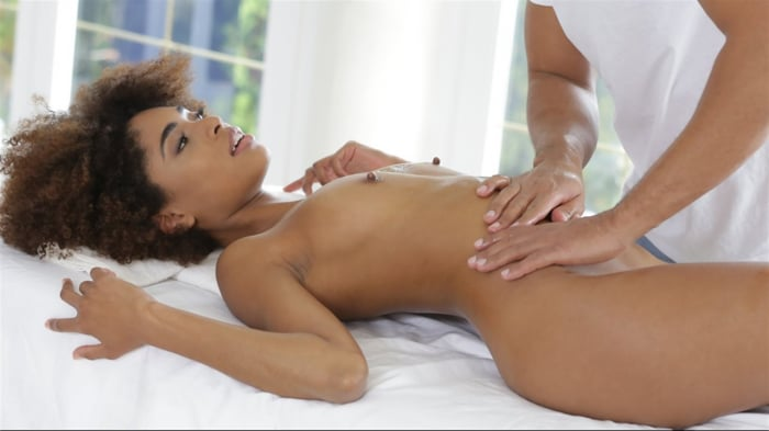 Luna Corazon in Silky Sex Massage